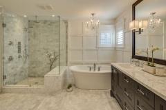 traditional-master-bathroom-with-soaking-tub
