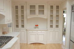 kitchen-cabinets-traditional-antique-white-029-s183508